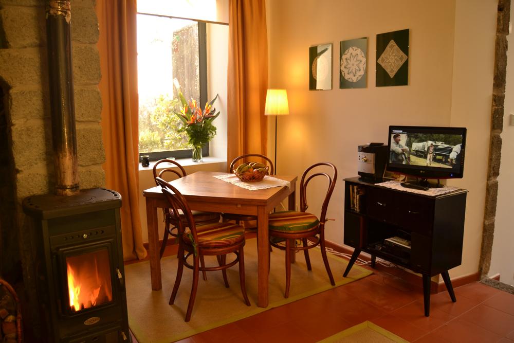 Casa-do-Tanque,-diner-area-.jpg