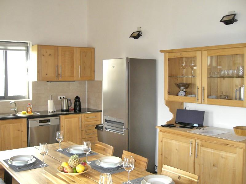 bv2-modern-kitchen-1.jpg
