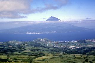 Diesen Blick auf den Pico, den höchsten Berg Portugals, haben Sie auf dieser Azorenreise täglich.
